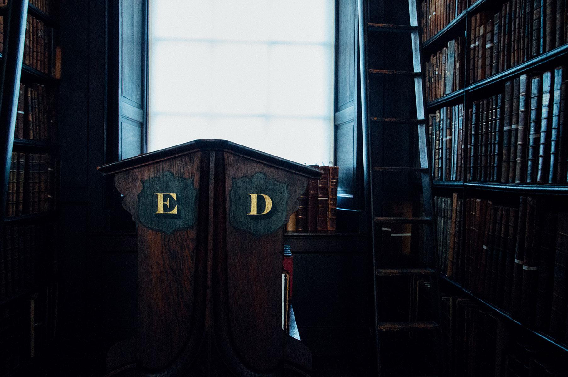 dublin_library_trinity_college