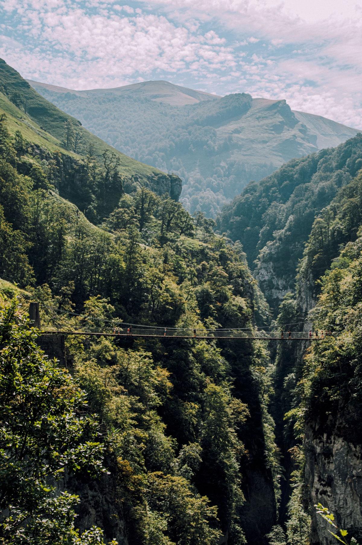 Pyrénées Pont suspendu