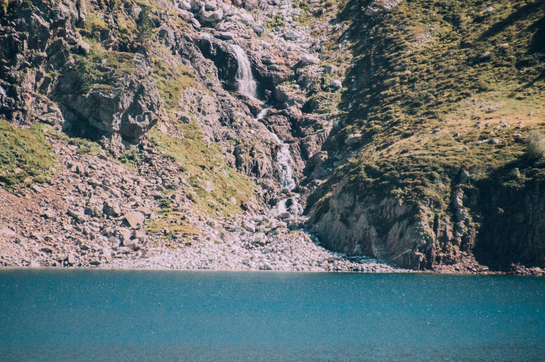 Cascade lac Pyrénées