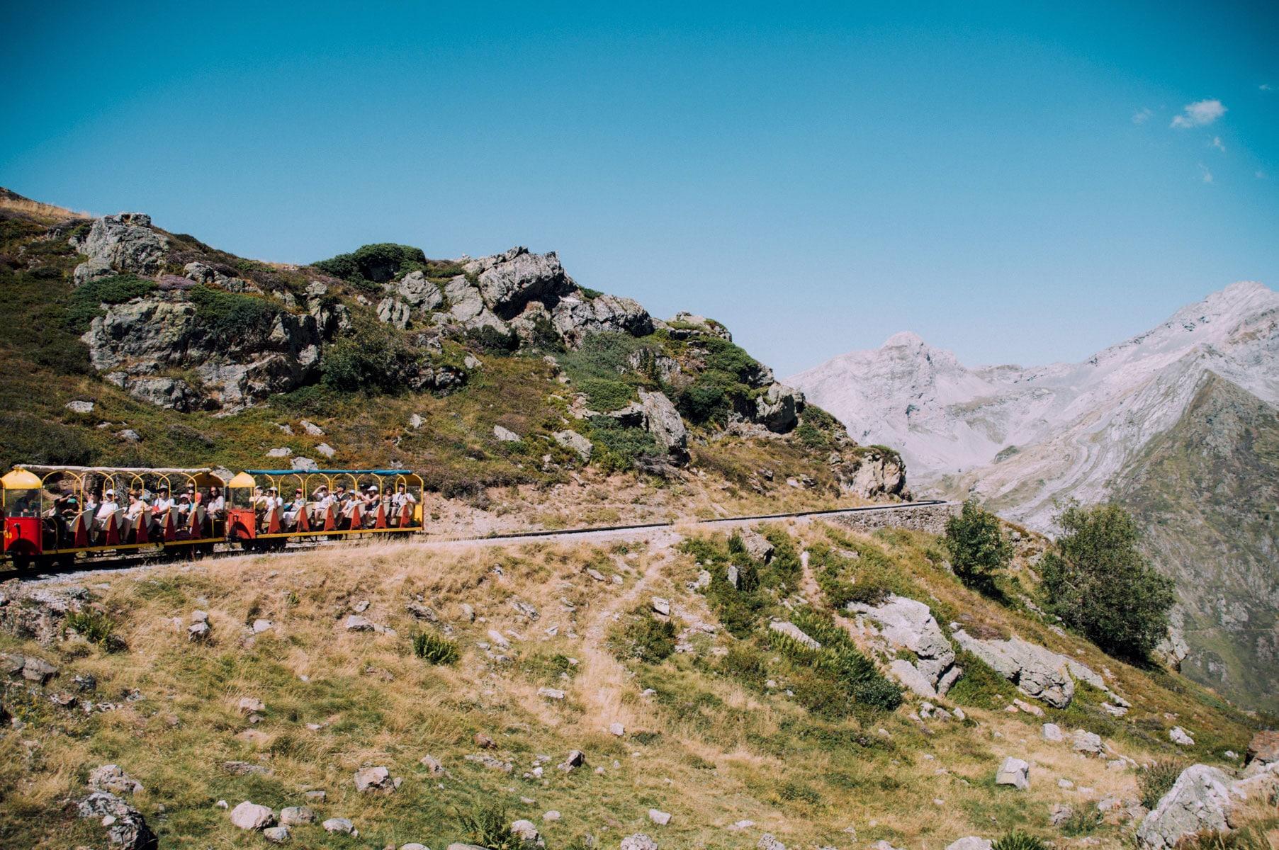 Montagne Pyrénées train